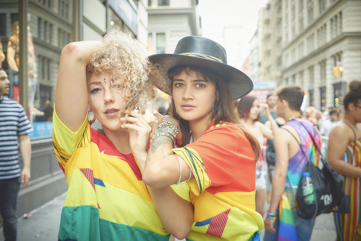 世界杯惊现彩虹色球衣!原因是为支持同性恋群体