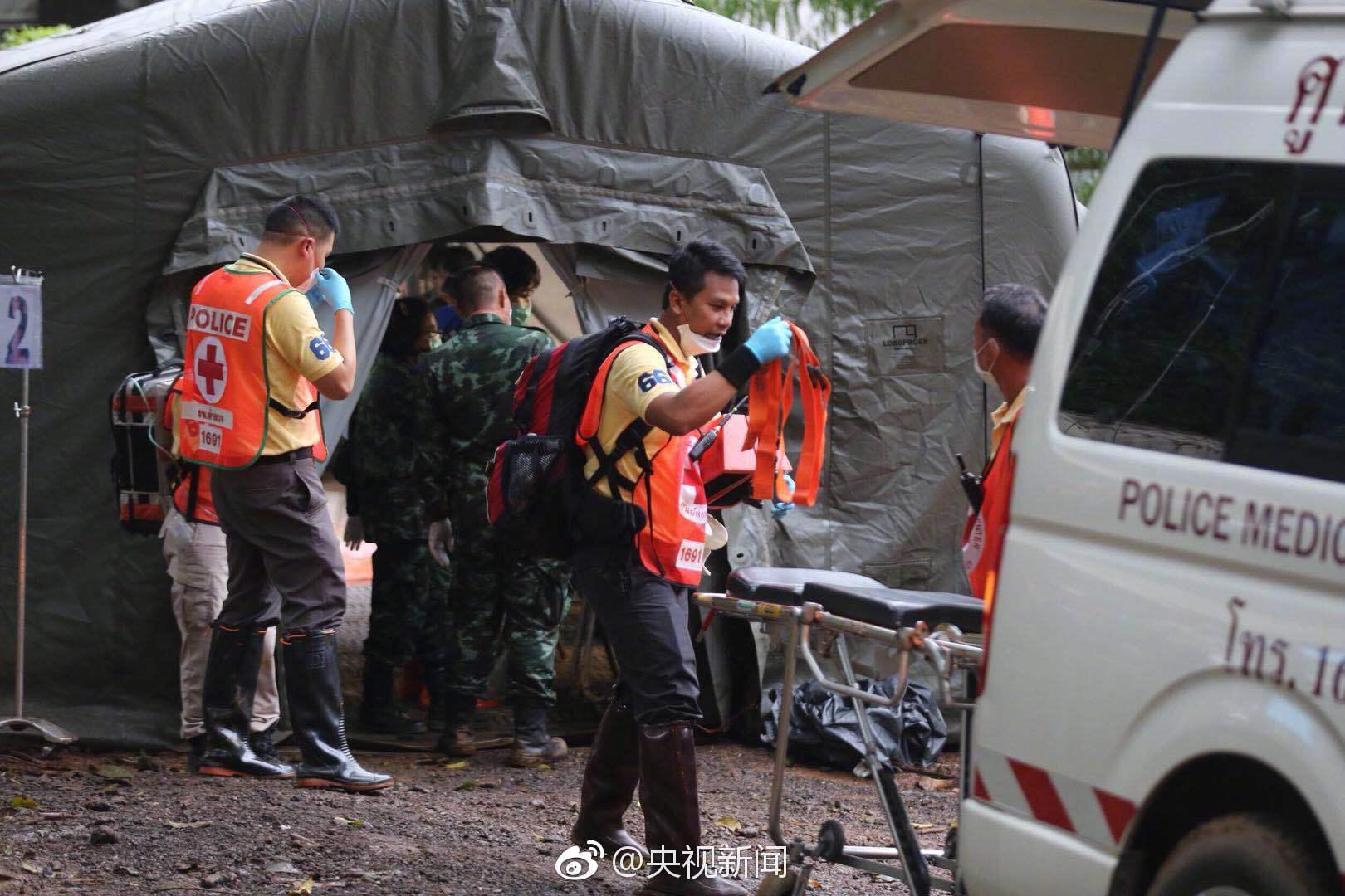 泰国足球少年被困溶洞 第六、七名被困少年获救