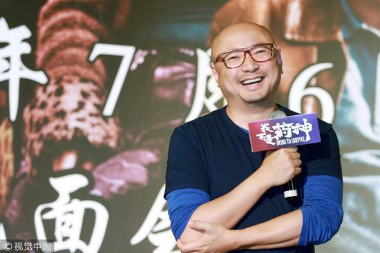 2018年7月6日,上海。《我不是药神》中,徐峥饰演的商人为患者代购印度格列卫,我们只能求助父亲的海外朋友代购三代普纳替尼。/视觉中国