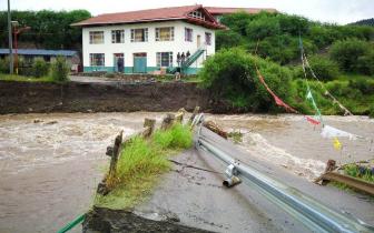 阿坝州松潘县草原乡通往毛尔盖镇唯一大桥被冲毁