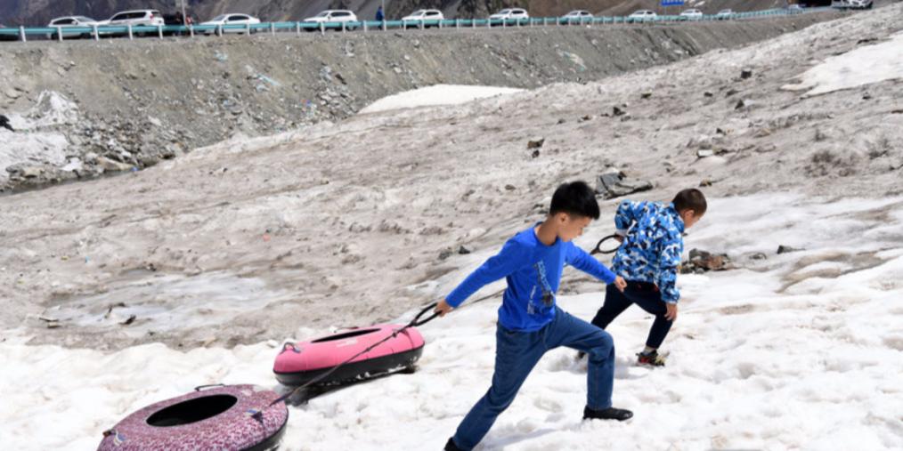 七月来新疆走独库公路玩滑雪