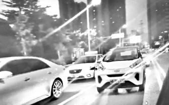 交通高峰期共享汽车随意停路中 市民呼吁加强管理