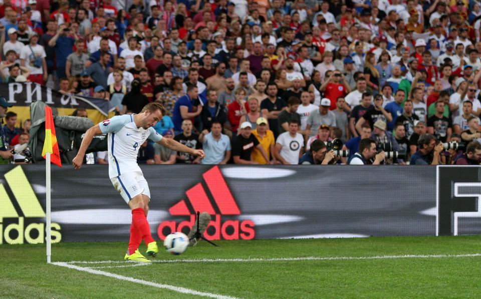 在2016年欧洲杯上,当家球星哈里-凯恩(Harry Kane)是英格兰主罚角球的球员 - 而英格兰自2010年以来未能在72次角球中得分