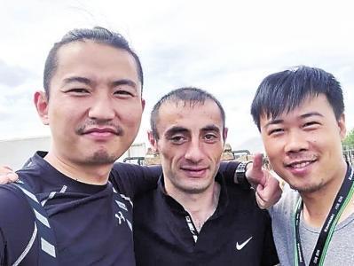 郑州俩小伙骑摩托跋涉1.5万公里到俄罗斯看世界杯