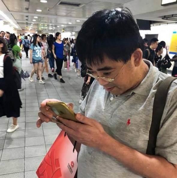 台当局高官专车不坐挤地铁 偷拍女生大腿被抓包