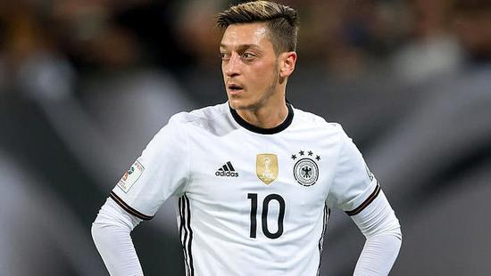 曝厄齐尔将宣布退出德国队!已彻底和德国足协闹翻