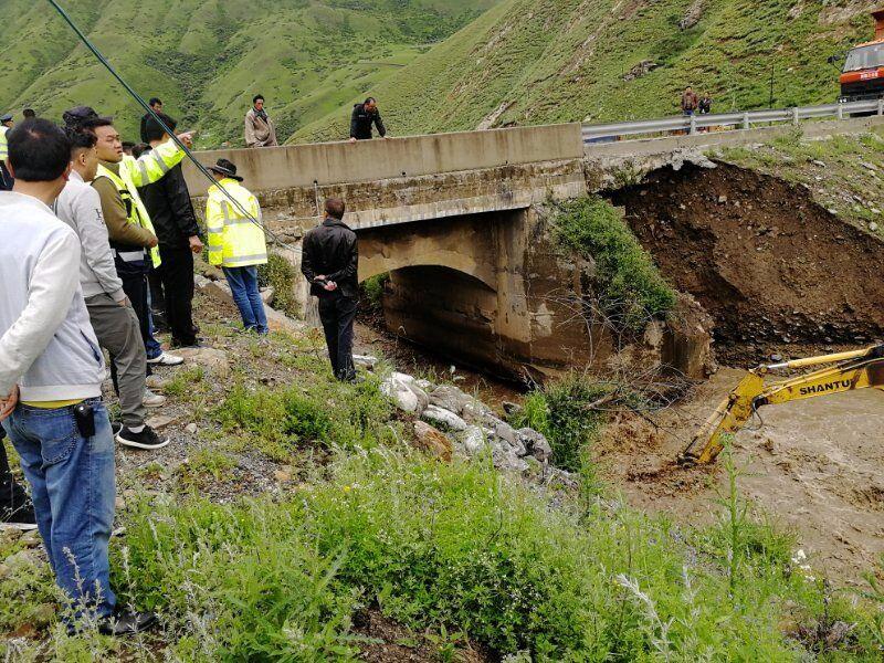 阿坝县境内省道302线部分路段损毁严重 预计19日抢通