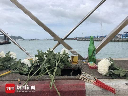 普吉沉船事件遇难者家属码头祭奠哭喊:记得回家!