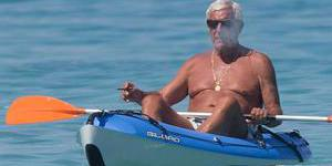 里皮海边度假 老汉划艇雄风仍在