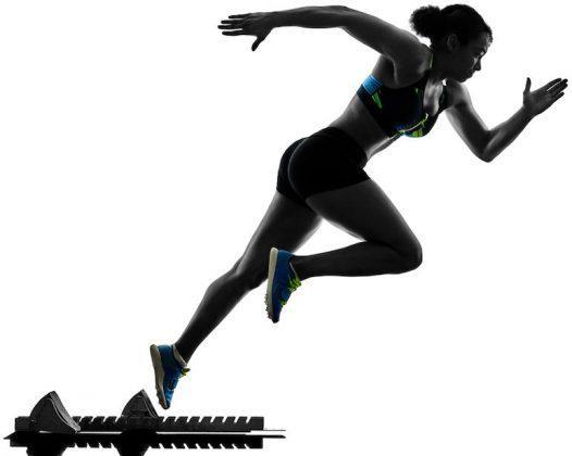 跑者进行速度训练前 得先掌握热身技巧