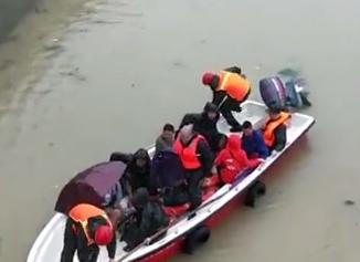 四川暴雨后200余名村民被困孤岛 现已被安全转移