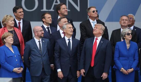 特朗普和北约盟友现在啥状态?看这张合影就懂了