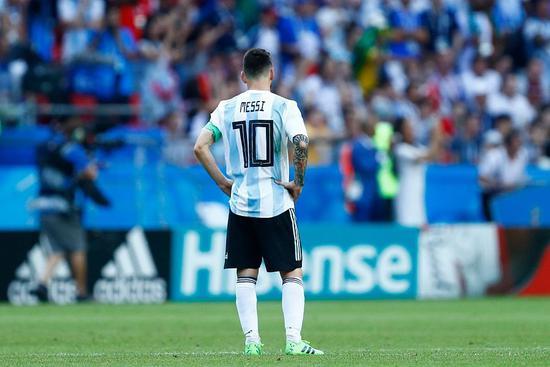 阿根廷本届世界杯输给了冠军和亚军 四舍五入下…