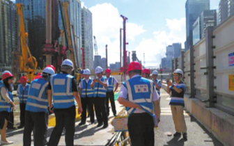 地铁|地铁施工挖爆水管致5万用户停水 相关部门紧急抢修