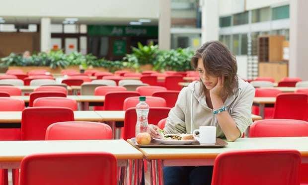 """让孤独者情何以堪?独自就餐可能会""""得病"""""""