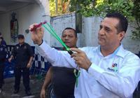 双语阅读:没有配枪 墨西哥警察局给警员配备弹弓