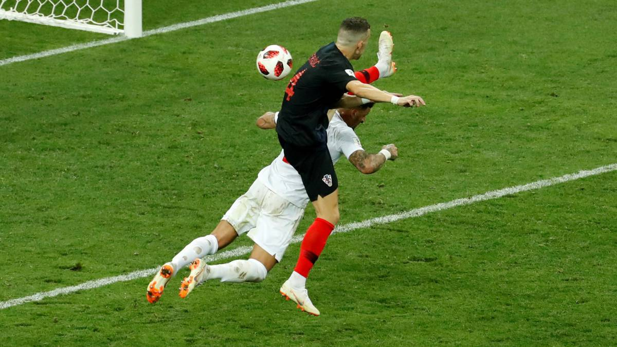 名哨点评英格兰胯下之辱:抬脚过高 进球应取消