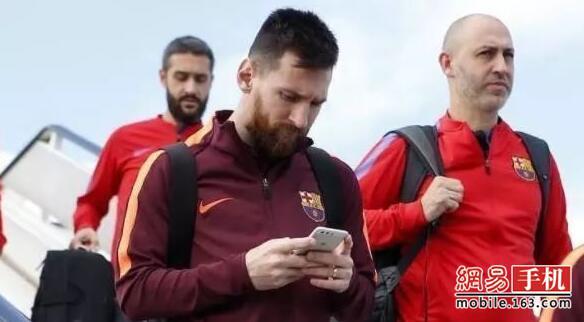 """世界杯球星用啥手机?姆巴佩梅西都用""""老爷机"""""""