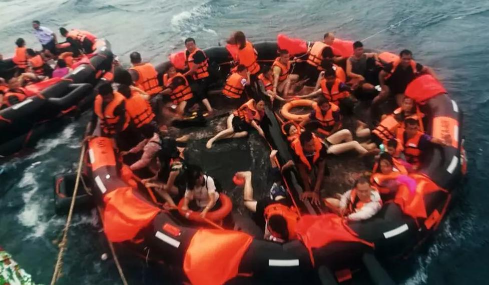 泰国普吉海难致47人遇难:是船方冒险还是官方失责?