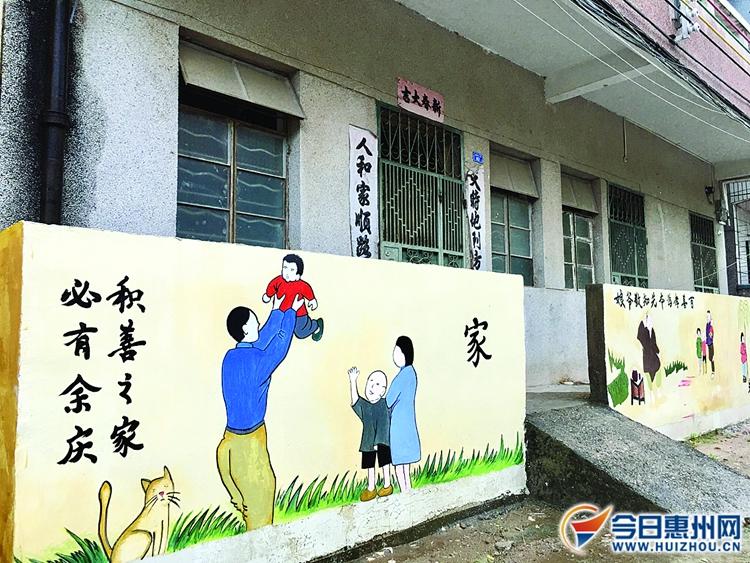 澳头妈庙村建设文化乡村:家训墙上绘 房前绿意浓