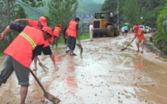 潜江市公路局雨季抢修水毁路段 确保公路畅通