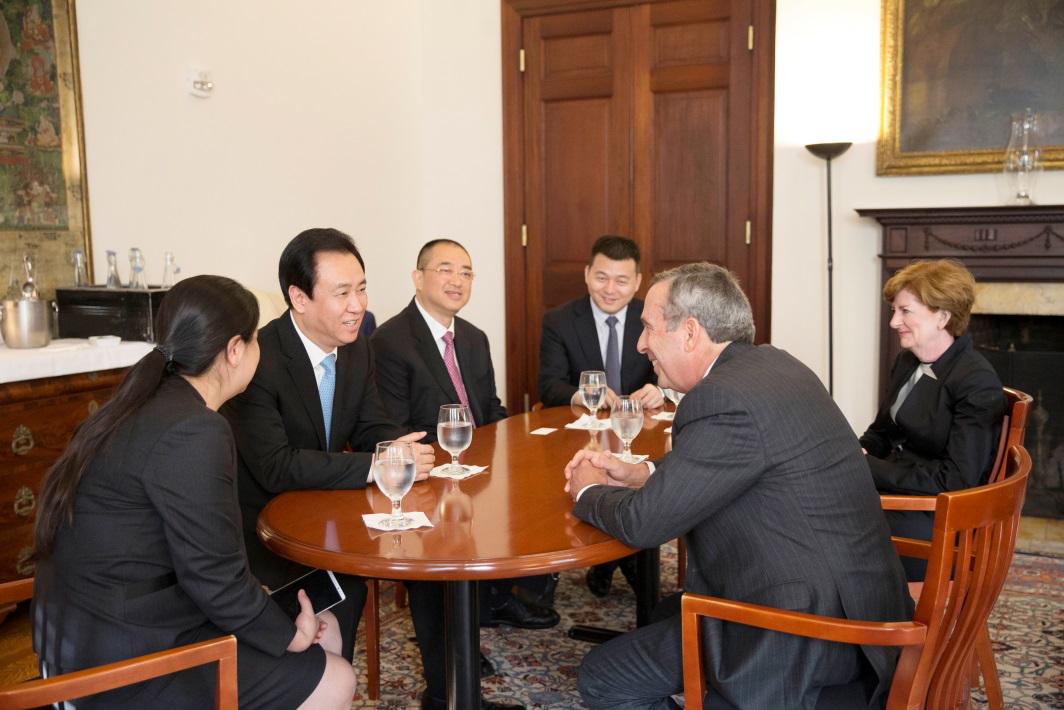 应哈佛新任校长邀请  许家印访问哈佛大学
