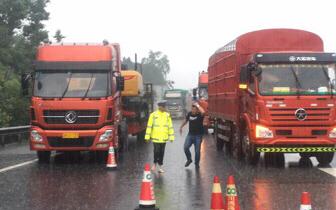 都汶高速交通管制 暂时禁止所有货车前往阿坝州