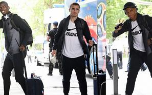 法国队抵达莫斯科 众将向球迷开心挥手
