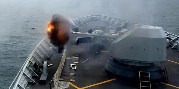 南海舰队演练炮火连天