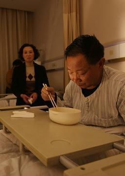 易见:在中国挣多少钱,才生得起一场大病?