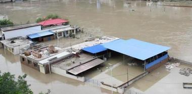 甘肃舟曲暴雨产生滑坡险情 135间民房浸水