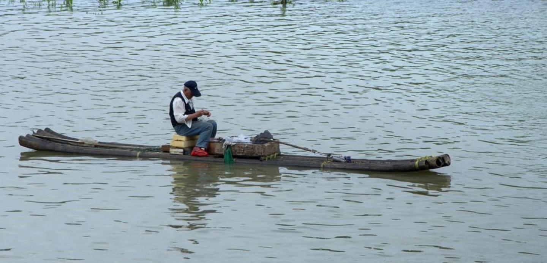 广西男子自制木排欲北漂 75天漂到江西被拦下