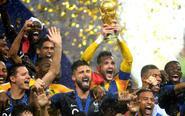 法国登顶暴雨中捧杯狂欢