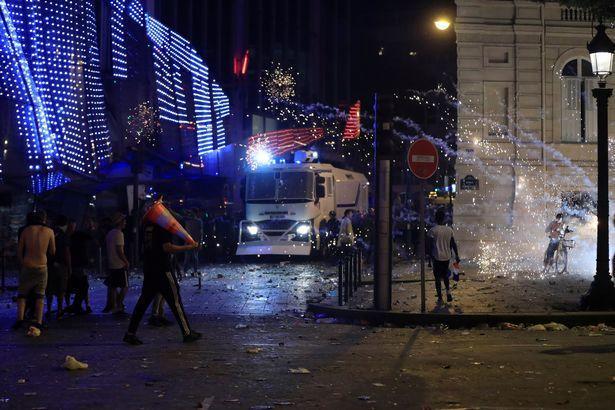 乐极生悲,两名法国球迷在暴力事件中丧生