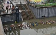 北京回龙观城铁桥被淹