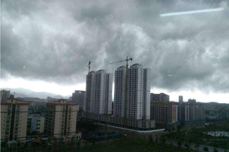 内蒙古雷暴双预警齐发 呼市有暴雨