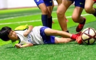 琼中女足小将吴优牵手克罗地亚前锋走上世界杯赛场