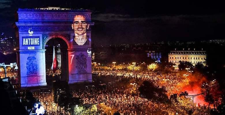 法国夺冠后巴黎凯旋门变成了这样