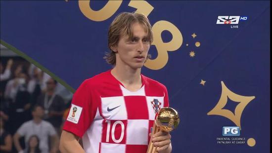 莫德里奇荣获世界杯金球奖