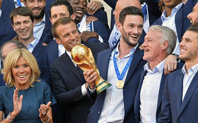 法国总统爱丽舍宫接见夺冠将士