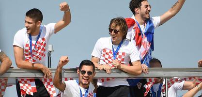 克罗地亚队英雄归来巡游狂欢