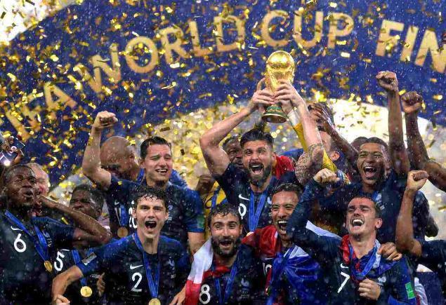 """特朗普贺法国夺冠 美媒:球员来自其所谓""""粪坑""""国家"""