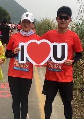 深圳湾跑者瘦瘦和纯哥分享着他们的跑者爱情故事