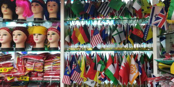 世界杯法国夺冠前夕国旗不够 中国厂家紧急驰援