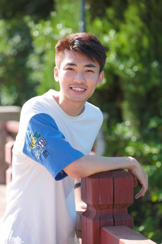 《青春须早为》上海开机 张瀚文热血奔赴青春