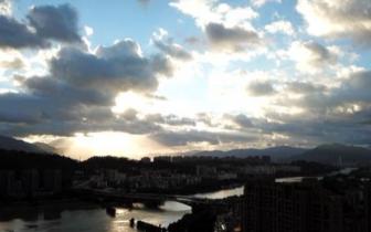 福州江滨云彩变幻莫测 让人叹为观止