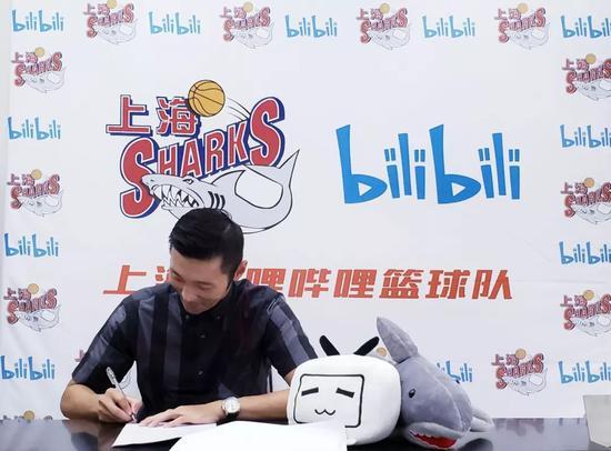 上海官方宣布刘炜回归 已签1年球员+后续教练合同