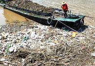 三峡库区清理大量垃圾