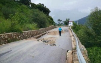 连日强降雨致凉山木里县多条道路中断部分路段恢复通行时间未定
