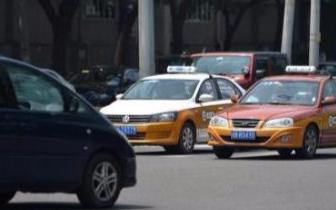 打车难怪象:乘客求车若渴 司机却主动蹲家里